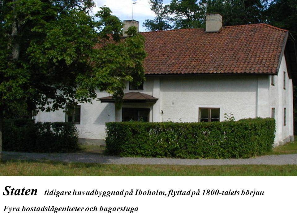Staten tidigare huvudbyggnad på Iboholm, flyttad på 1800-talets början Fyra bostadslägenheter och bagarstuga