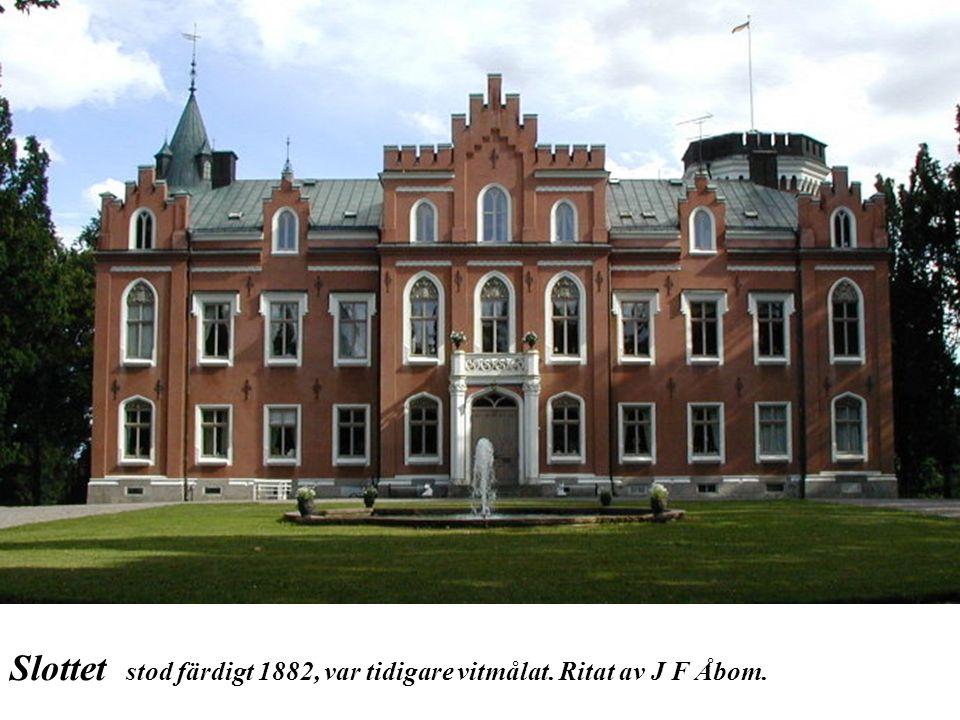 Slottet stod färdigt 1882, var tidigare vitmålat. Ritat av J F Åbom.