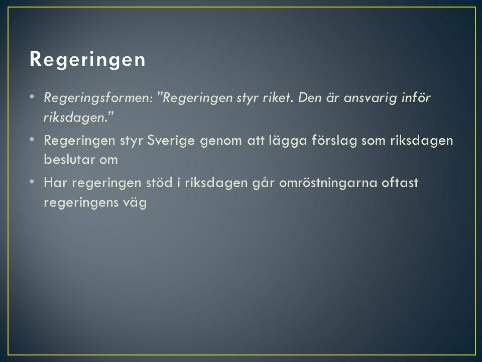 """• Regeringsformen: """"Regeringen styr riket. Den är ansvarig inför riksdagen."""" • Regeringen styr Sverige genom att lägga förslag som riksdagen beslutar"""