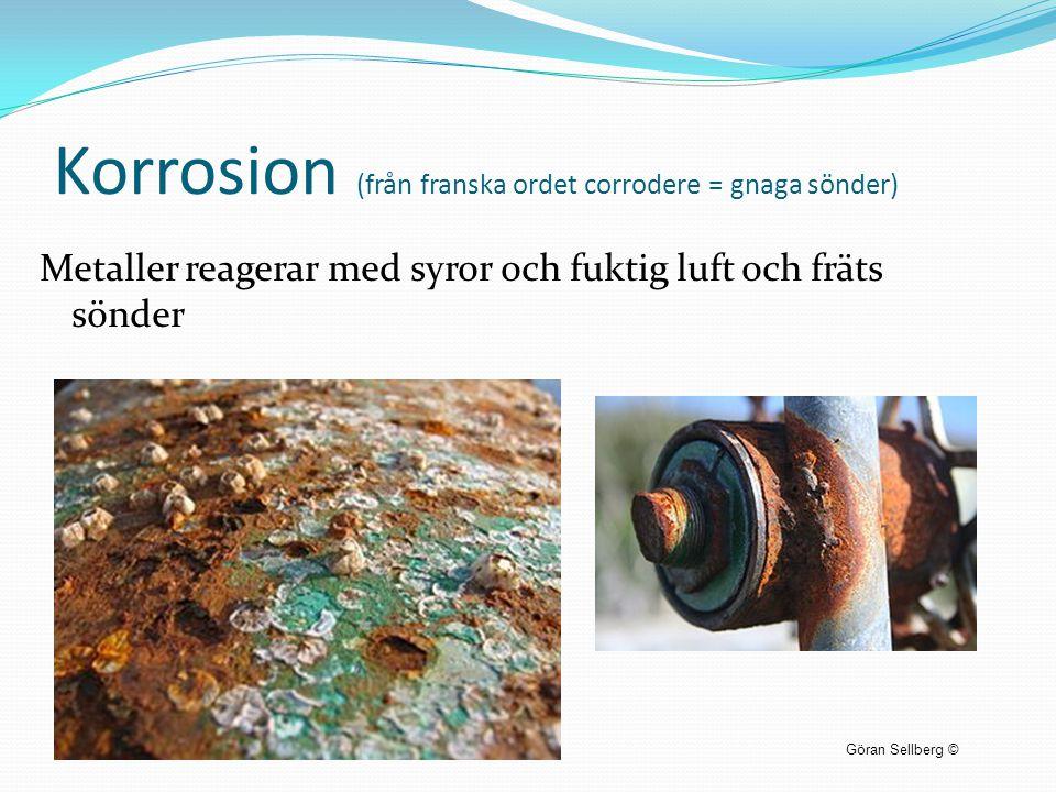 Korrosion (från franska ordet corrodere = gnaga sönder) Metaller reagerar med syror och fuktig luft och fräts sönder Göran Sellberg ©