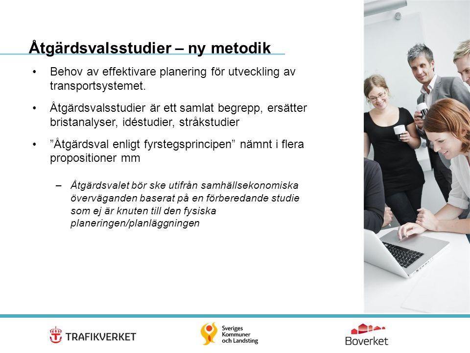 3 •En systematisk metodik för att tydligt analysera och beskriva problem •Eventuell fysisk planläggning ska föregås av en åtgärdsvalsstudie och beslut om fortsatt hantering, och inplacering i långtidsplan/åtgärdsplan •Brett införande i Trafikverkets planering från 2012 –Ca 50 större och ca 200 förenklade klara –Ca 400 planerade eller påbörjade Åtgärdsvalsstudier – ny metodik forts…