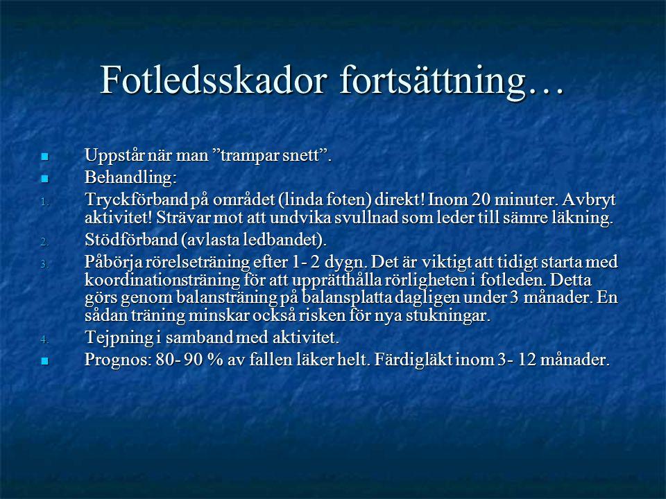 """Fotledsskador fortsättning…  Uppstår när man """"trampar snett"""".  Behandling: 1. Tryckförband på området (linda foten) direkt! Inom 20 minuter. Avbryt"""