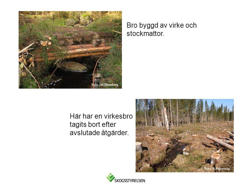 Bro byggd av virke och stockmattor. Här har en virkesbro tagits bort efter avslutade åtgärder. Foto : M Blomberg Foto: B Pettersson