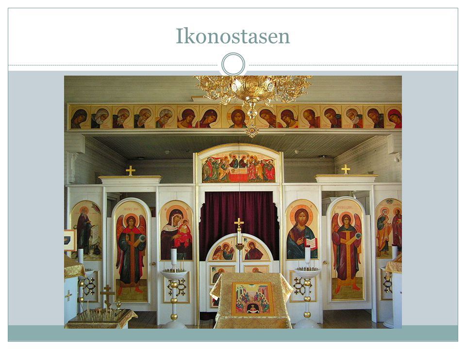 Gudstjänsten – ikoner - helgon  Besökarna står eller ligger ned på sina knän.