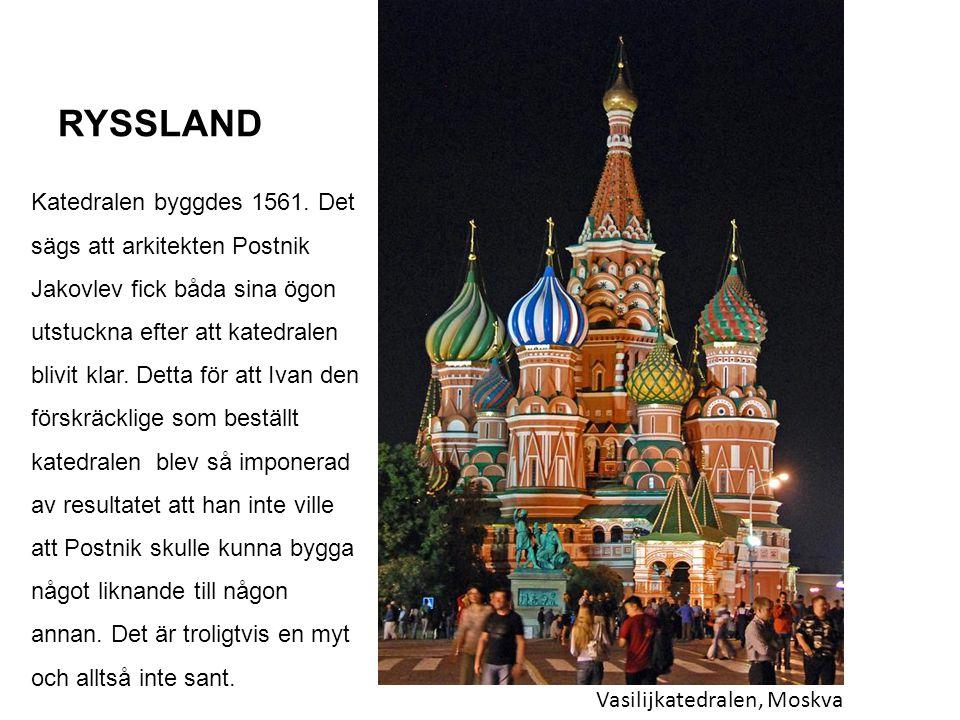 RYSSLAND Vasilijkatedralen, Moskva Katedralen byggdes 1561. Det sägs att arkitekten Postnik Jakovlev fick båda sina ögon utstuckna efter att katedrale