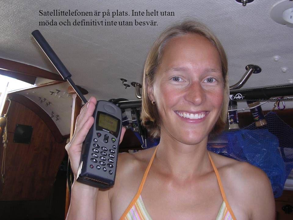 Satellittelefonen är på plats. Inte helt utan möda och definitivt inte utan besvär.