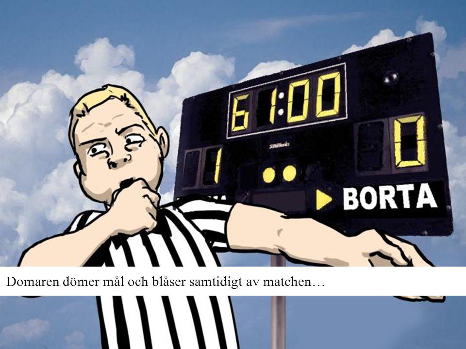 Domaren dömer mål och blåser samtidigt av matchen…