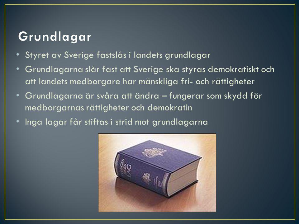 • En författning bestämmer hur ett land ska styras och av vilka • Sveriges författning utgörs av fyra grundlagar: • Regeringsformen (RF) (1974) • Successionsordningen (SO) (1810) • Tryckfrihetsförordningen (TF) (1949) • Yttrandefrihetsgrundlagen (YGL) (1991)