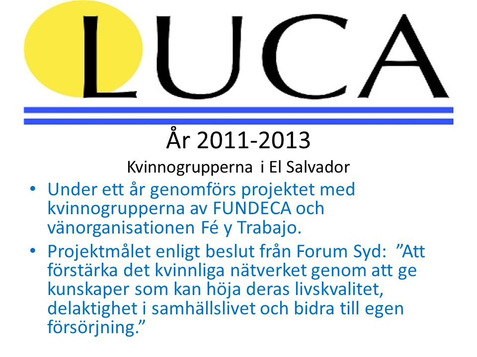 Kvinnorna på landsbygden får en souvenir från Stockholm av LUCA:s ordförande Kvinnogruppen i staden Santa Tecla