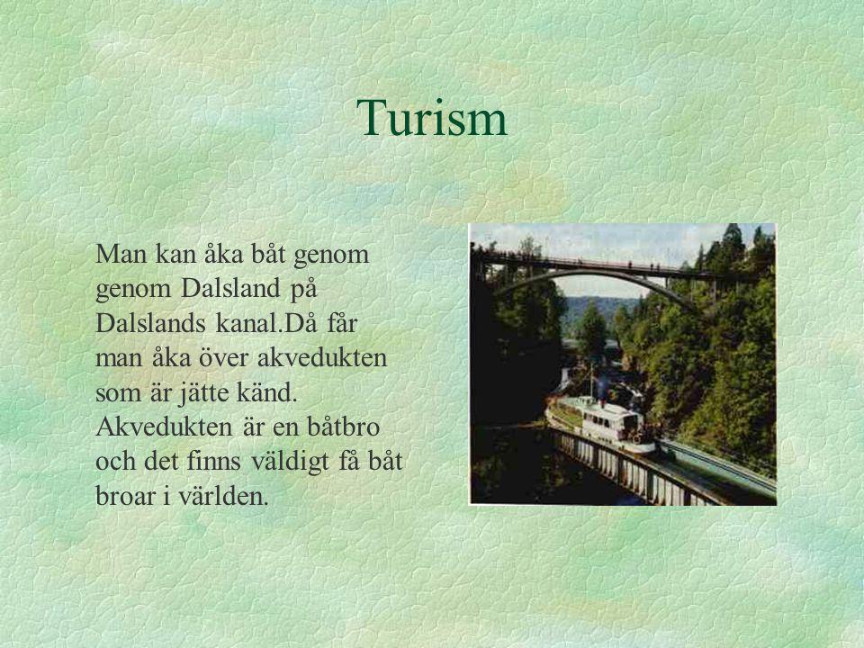 Turism Man kan åka båt genom genom Dalsland på Dalslands kanal.Då får man åka över akvedukten som är jätte känd. Akvedukten är en båtbro och det finns
