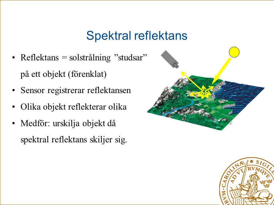 """Spektral reflektans •Reflektans = solstrålning """"studsar"""" på ett objekt (förenklat) •Sensor registrerar reflektansen •Olika objekt reflekterar olika •M"""