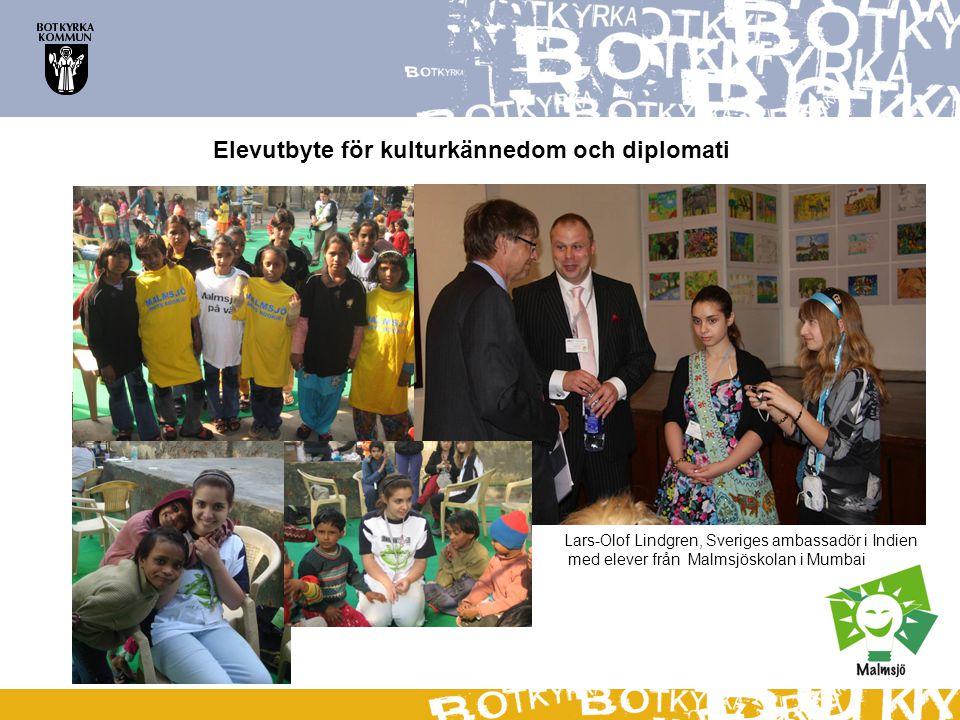 Elevutbyte för kulturkännedom och diplomati Lars-Olof Lindgren, Sveriges ambassadör i Indien med elever från Malmsjöskolan i Mumbai
