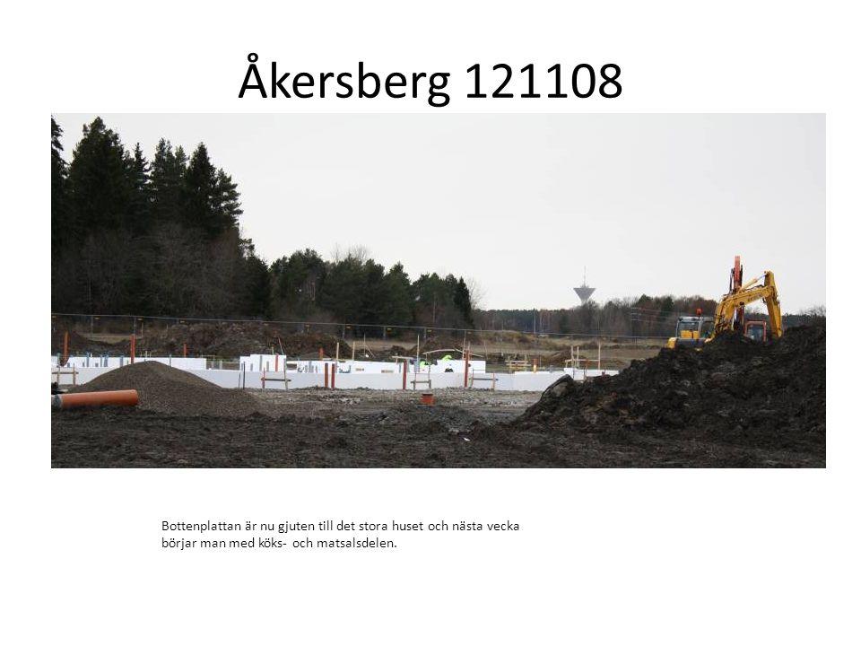 Åkersberg 121108 Bottenplattan är nu gjuten till det stora huset och nästa vecka börjar man med köks- och matsalsdelen.