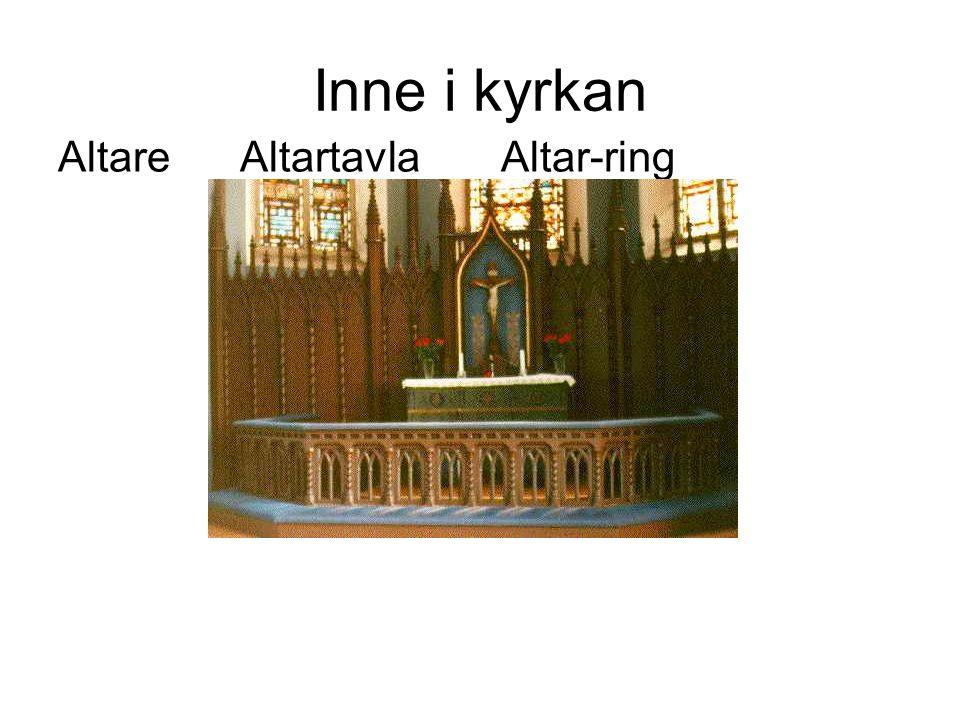 Inne i kyrkan Altare Altartavla Altar-ring