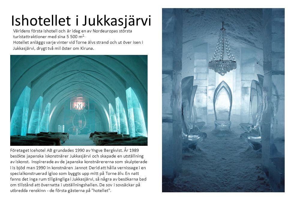 Ishotellet i Jukkasjärvi Världens första ishotell och är idag en av Nordeuropas största turistattraktioner med sina 5 500 m 2. Hotellet anläggs varje