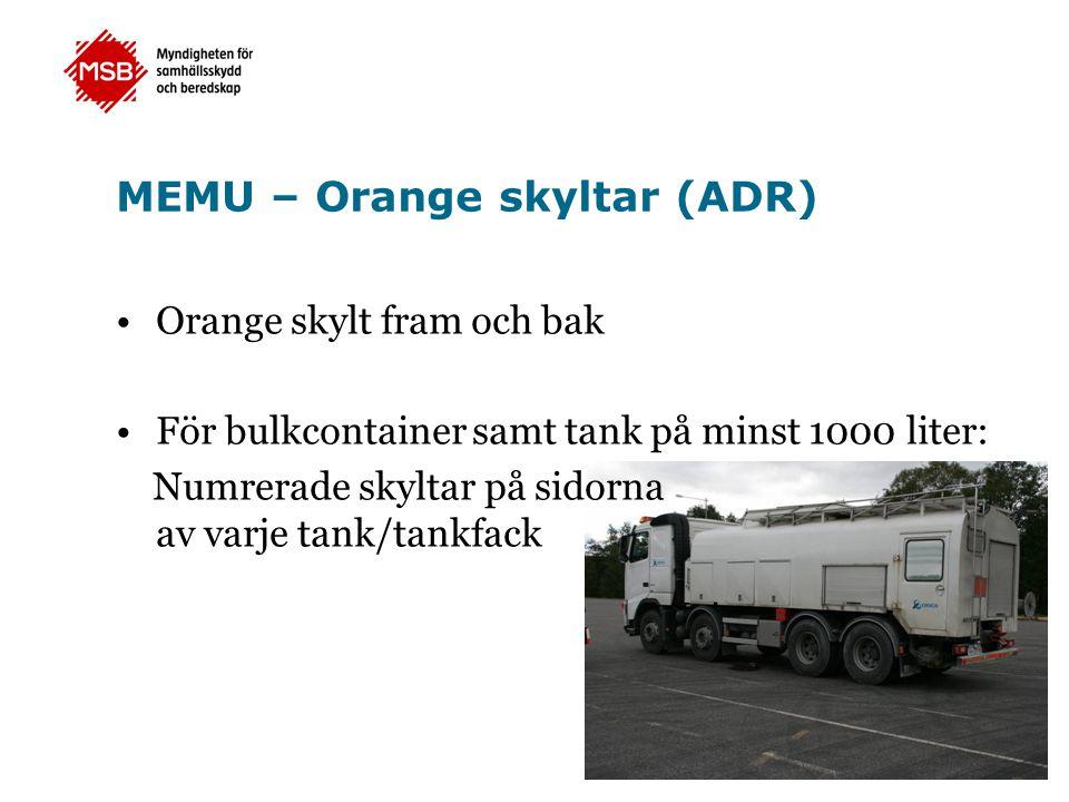 •Orange skylt fram och bak •För bulkcontainer samt tank på minst 1000 liter: Numrerade skyltar på sidorna av varje tank/tankfack MEMU – Orange skyltar