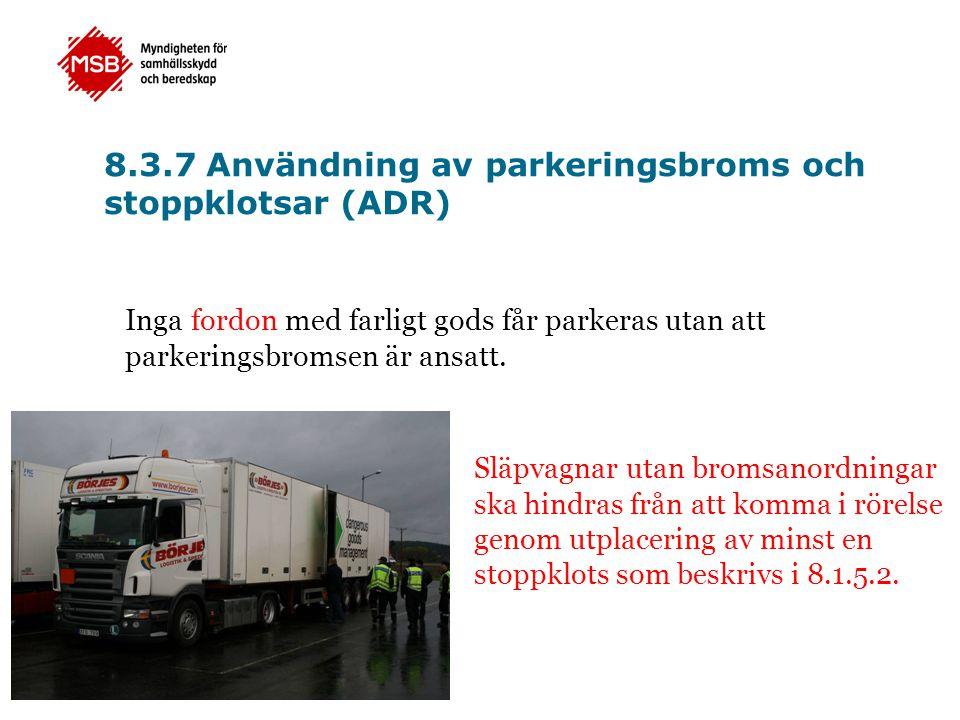 8.3.7 Användning av parkeringsbroms och stoppklotsar (ADR) Inga fordon med farligt gods får parkeras utan att parkeringsbromsen är ansatt. Släpvagnar