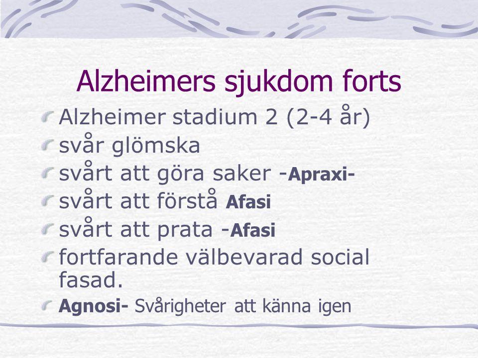 Alzheimers sjukdom forts Alzheimer stadium 2 (2-4 år) svår glömska svårt att göra saker - Apraxi- svårt att förstå Afasi svårt att prata - Afasi fortf