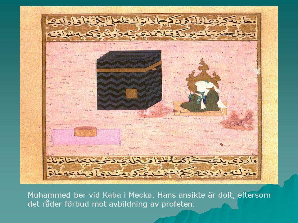Muhammed ber vid Kaba i Mecka. Hans ansikte är dolt, eftersom det råder förbud mot avbildning av profeten.