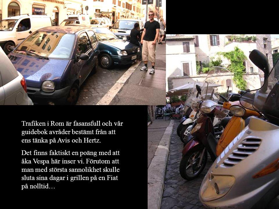 Trafiken i Rom är fasansfull och vår guidebok avråder bestämt från att ens tänka på Avis och Hertz. Det finns faktiskt en poäng med att åka Vespa här