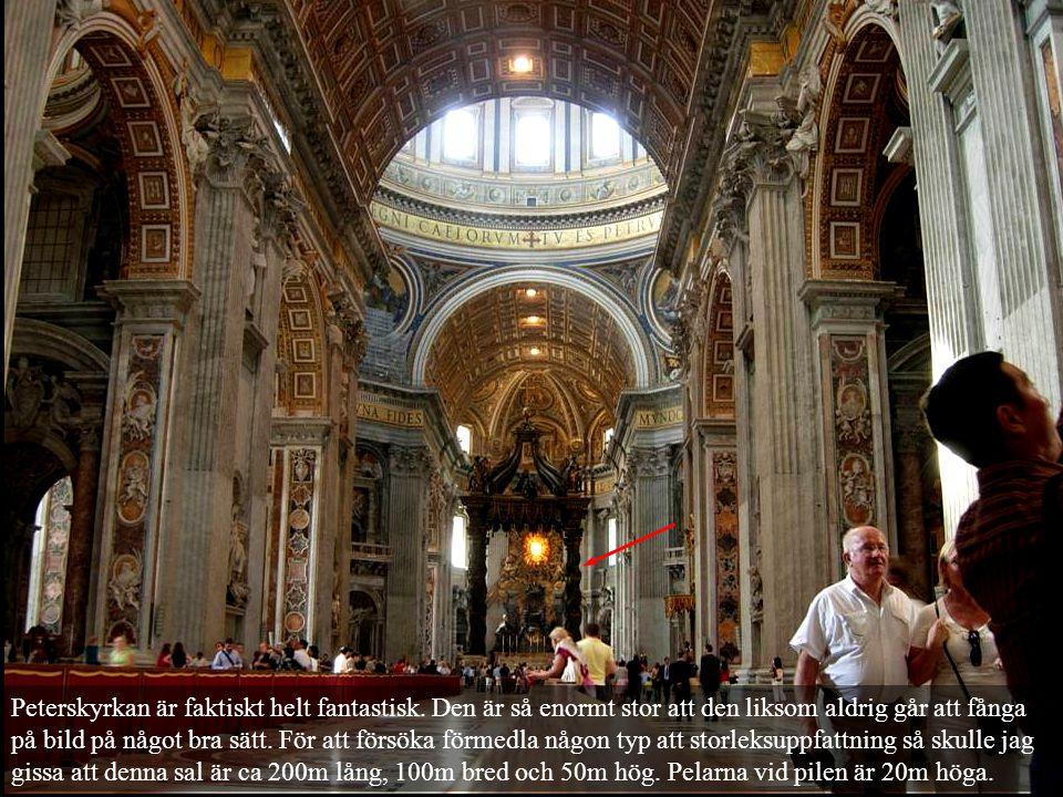 Peterskyrkan är faktiskt helt fantastisk. Den är så enormt stor att den liksom aldrig går att fånga på bild på något bra sätt. För att försöka förmedl