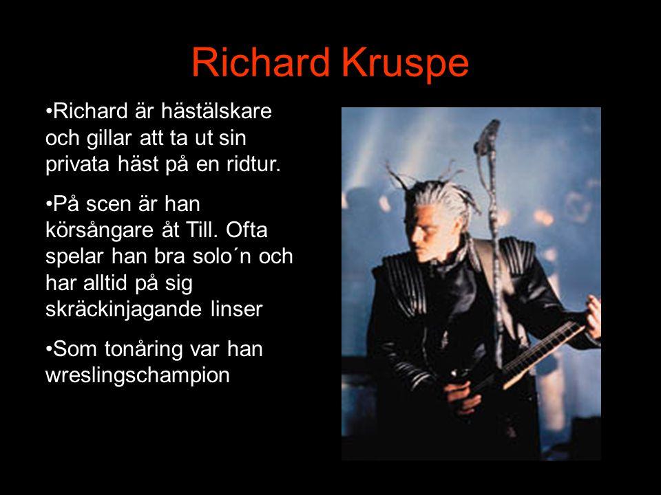 Till Lindemann •Bandets ansikte och ledare för gruppen. Med sin grova stämma får han publiken att gunga rejält på alla spelningar. •Till är en utbilda
