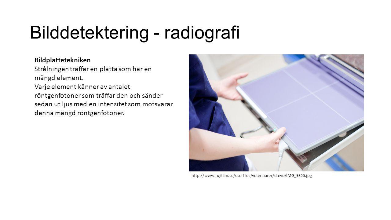 Bilddetektering - radiografi Bildplattetekniken Strålningen träffar en platta som har en mängd element. Varje element känner av antalet röntgenfotoner