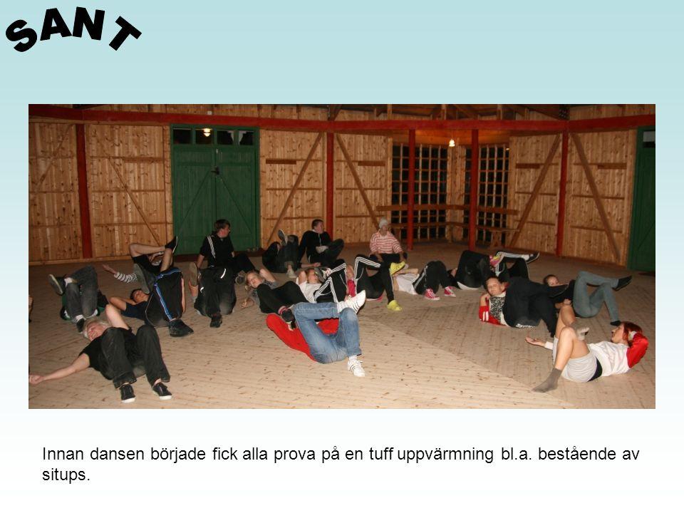 Innan dansen började fick alla prova på en tuff uppvärmning bl.a. bestående av situps.