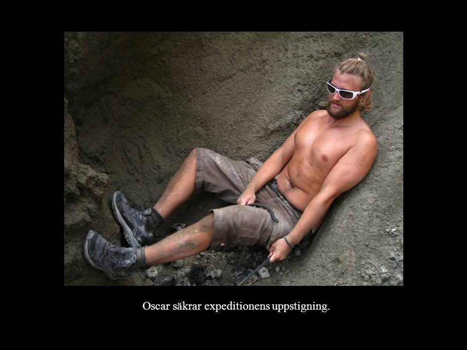Oscar säkrar expeditionens uppstigning.