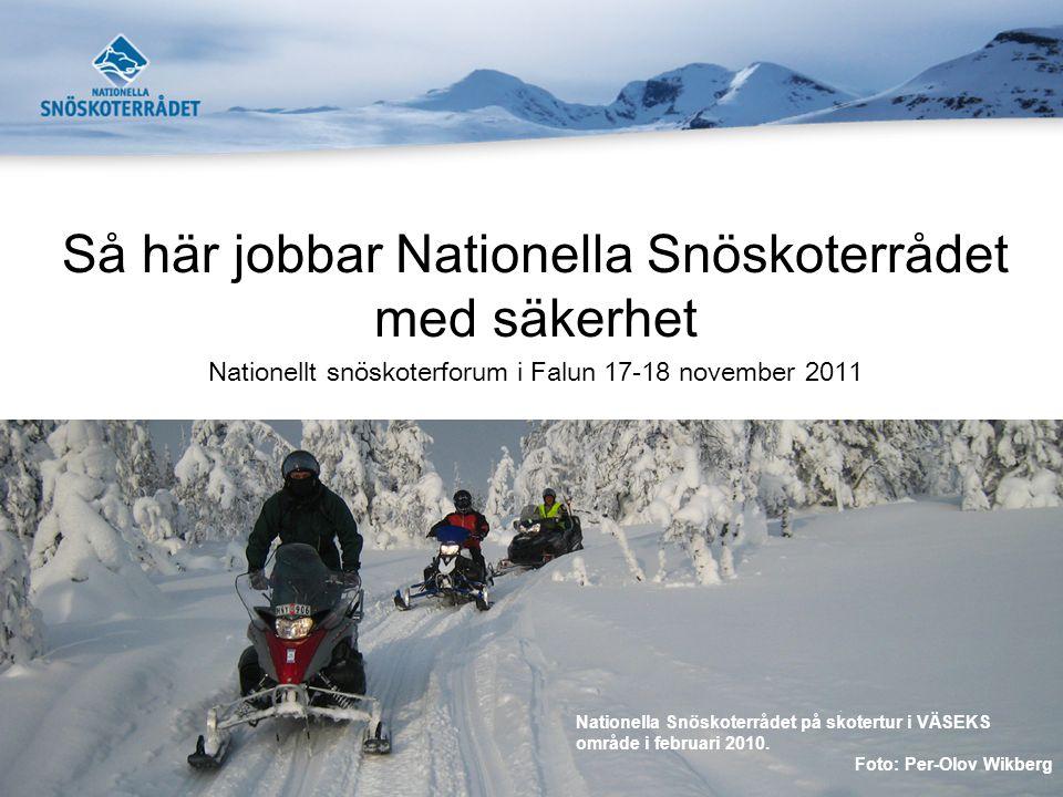 Så här jobbar Nationella Snöskoterrådet med säkerhet Nationellt snöskoterforum i Falun 17-18 november 2011 Nationella Snöskoterrådet på skotertur i VÄ