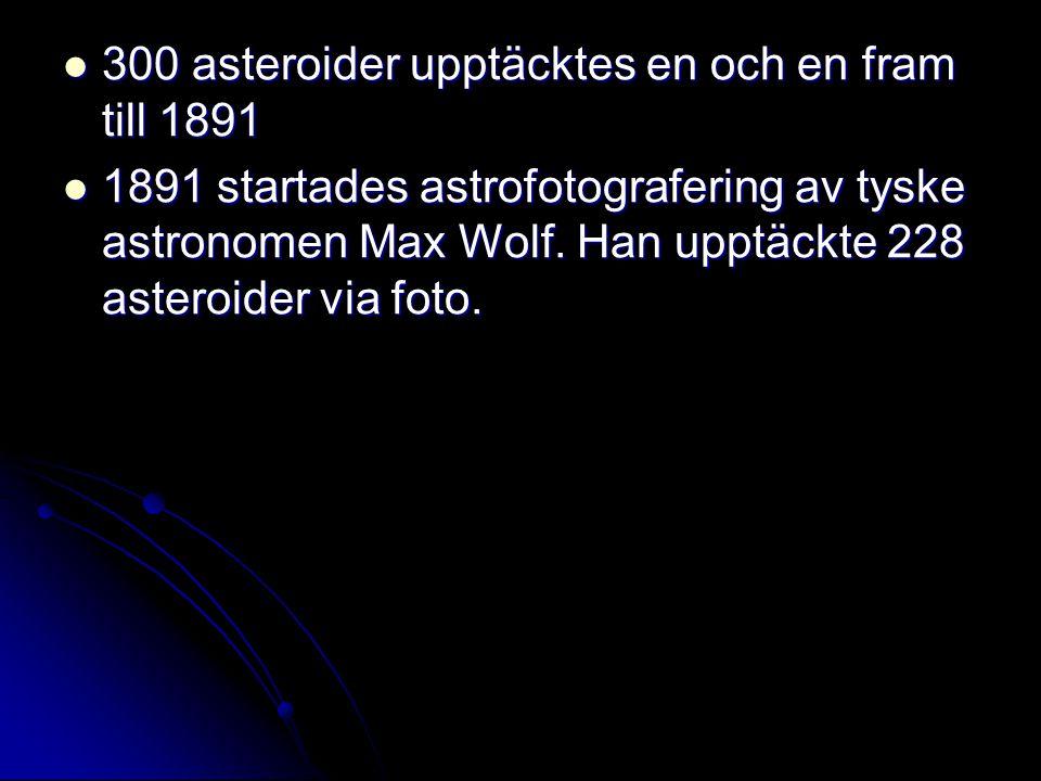  300 asteroider upptäcktes en och en fram till 1891  1891 startades astrofotografering av tyske astronomen Max Wolf. Han upptäckte 228 asteroider vi