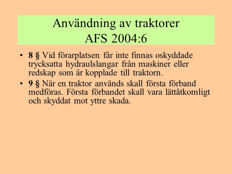 Användning av traktorer AFS 2004:6 •8 § Vid förarplatsen får inte finnas oskyddade trycksatta hydraulslangar från maskiner eller redskap som är koppla