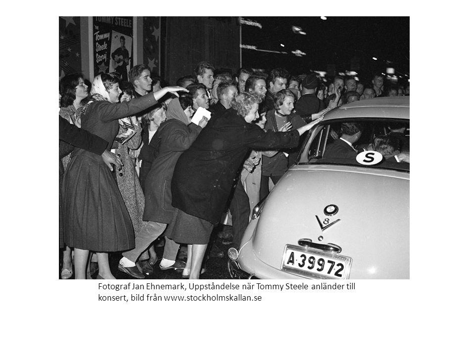 Fotograf Jan Ehnemark, Uppståndelse när Tommy Steele anländer till konsert, bild från www.stockholmskallan.se