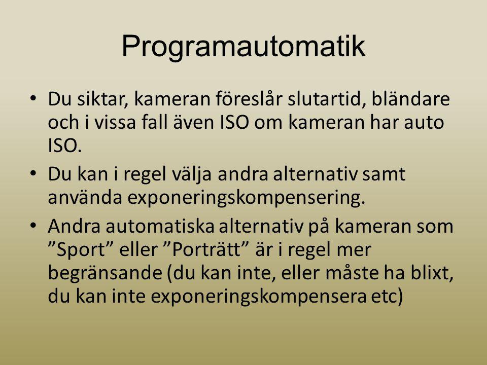 Programautomatik • Du siktar, kameran föreslår slutartid, bländare och i vissa fall även ISO om kameran har auto ISO. • Du kan i regel välja andra alt