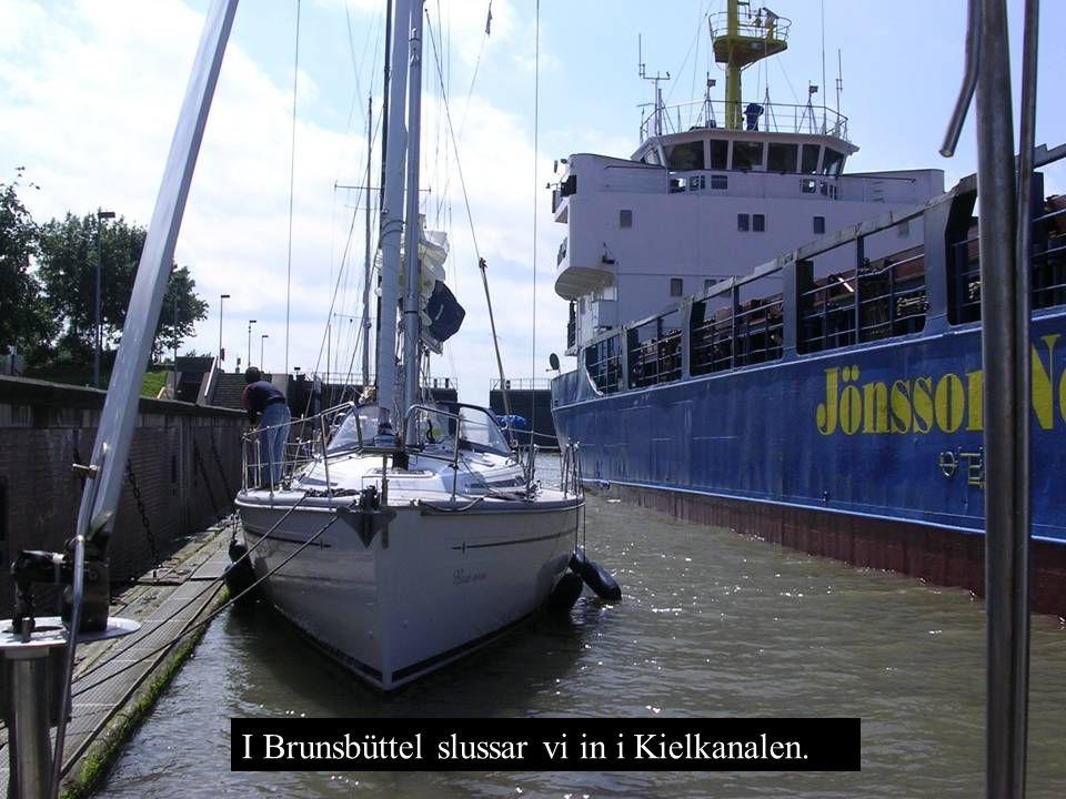 I Brunsbüttel slussar vi in i Kielkanalen.