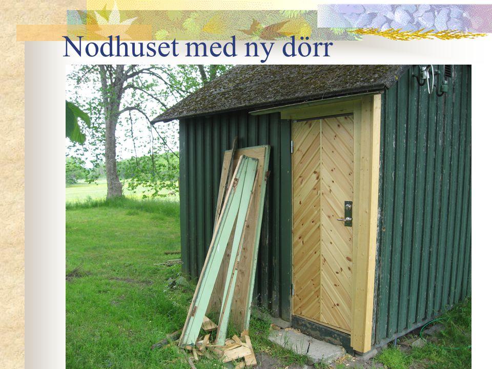 Nodhuset med ny dörr