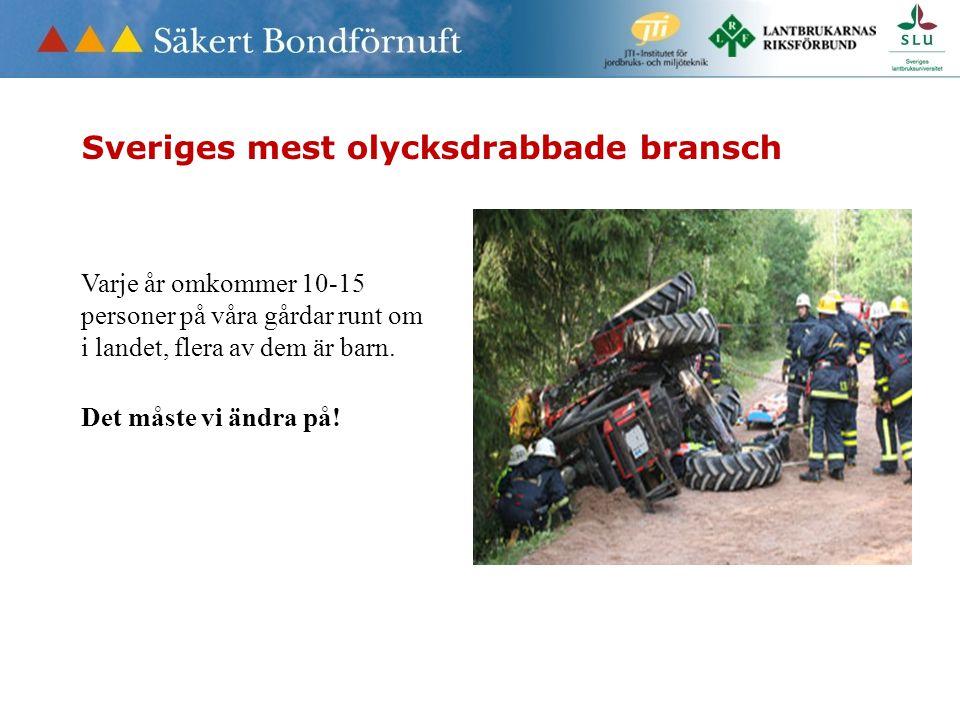 Traktorn orsak till svåra olyckor • Barn som åker med i traktorn skall sitta på eget säte med bälte • Dålig sikt – risk för överkörning • Aldrig barn i skopan • Ta ur nycklarna