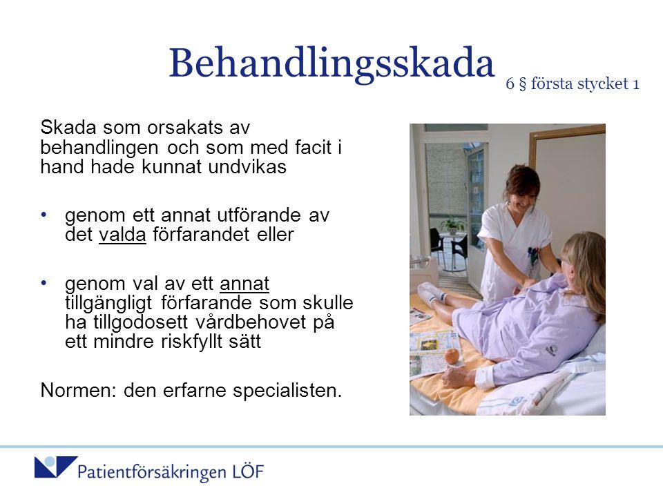 Fallbeskrivning 5 Behandlingsskada (6 § 1) •Operation – strålbensfraktur (ramlat hemma) •Opererats på korrekt sätt, vedertagen metod •Kvarstående besvär efter operationen (svaghet i handled, inskränkt rörelseförmåga) ---------------------------------- •Ej tillförd skada vid operationen •Beror på frakturen, den ursprungliga olycksfallsskadan