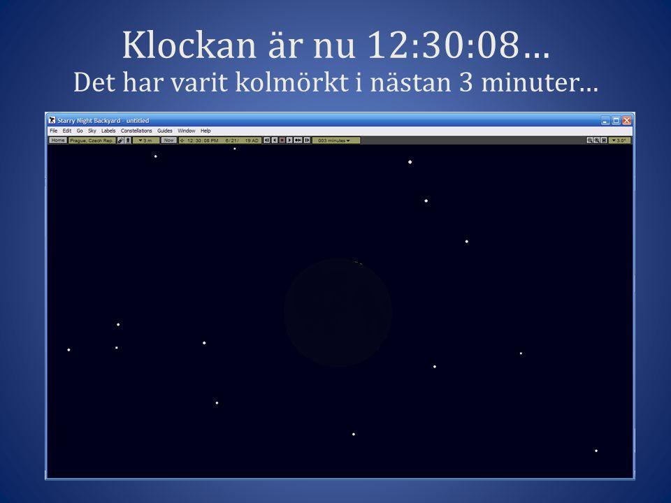 Klockan är nu 12:30:08… Det har varit kolmörkt i nästan 3 minuter…