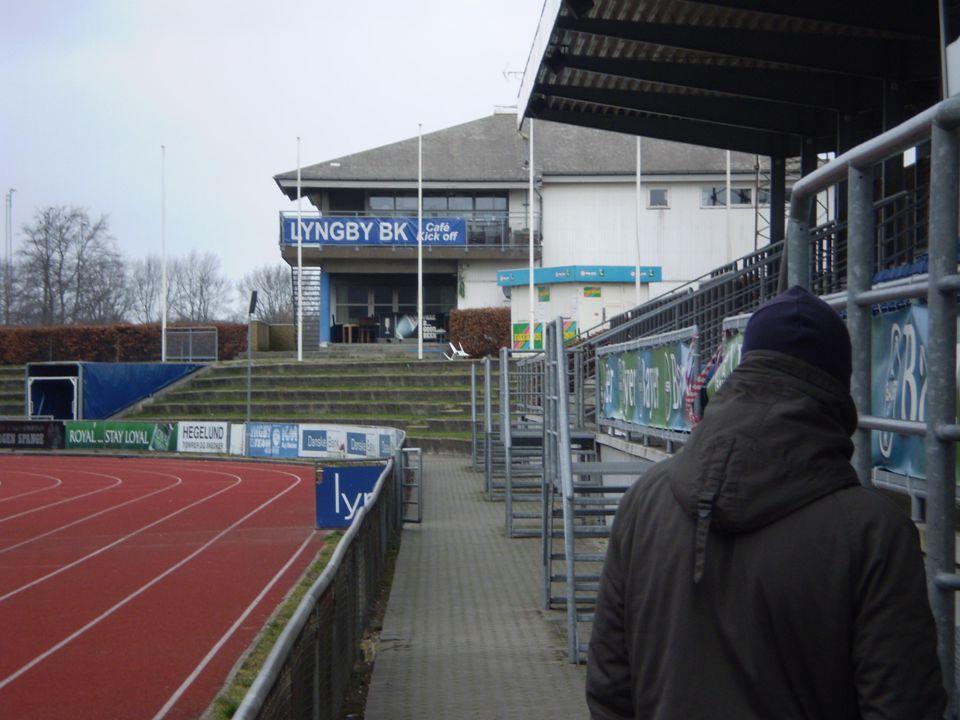Resultat Resultat • 3 uppflyttningar på 4år(för snabbt ?) • 69% av A-truppen har spelat ungdomsfotboll i Lyngby • 50% i U18 och U16 • 16 ungdomslandslagsspelare, U20-1,U19-4,U- 18-5,U17-3,U16-3 • I en tid då 83% av spelarna slutar med fotboll i åldern 10-17år - har klubben ett tillskott på 300 spelare - en ökning med 400% • Klubbens barn koncept U5-U12 är en förebild för Förbundets räkning