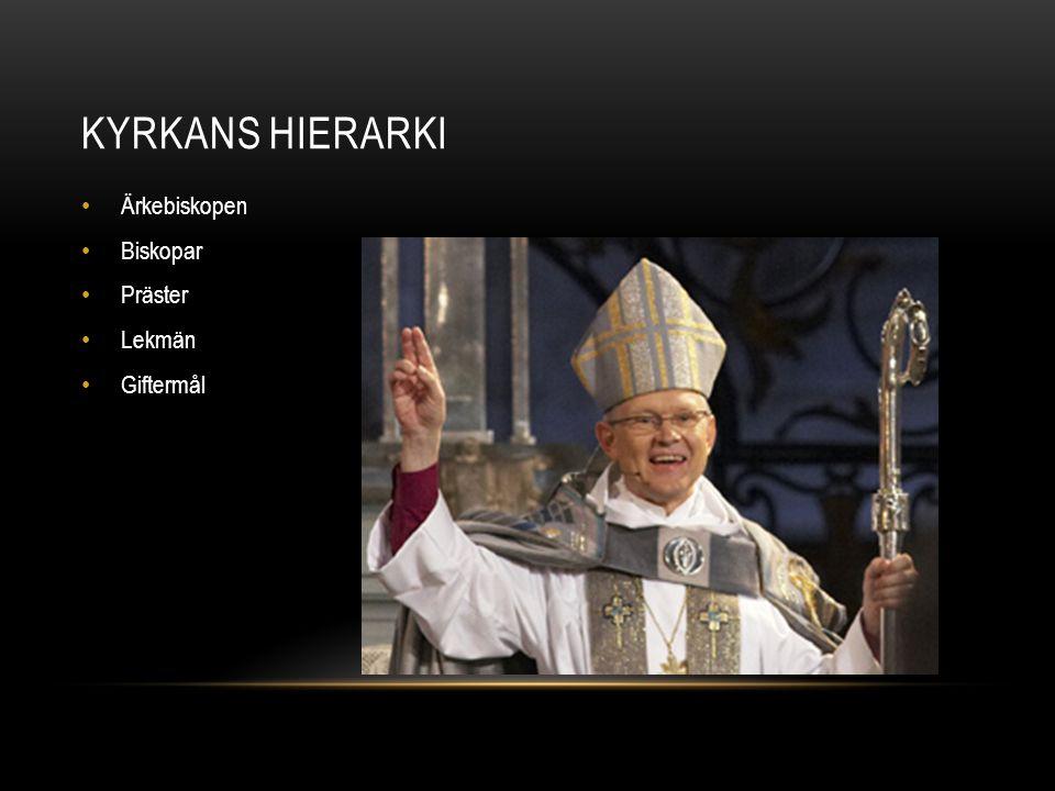 KYRKORUMMET • Predikstolen viktig • Prästen huvudfigur