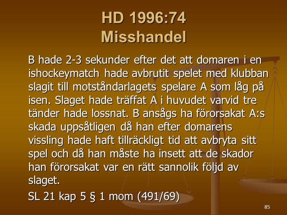 85 HD 1996:74 Misshandel B hade 2-3 sekunder efter det att domaren i en ishockeymatch hade avbrutit spelet med klubban slagit till motståndarlagets spelare A som låg på isen.