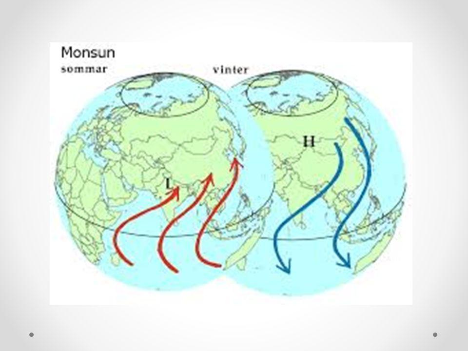 Planeten Jorden • Där plattor krockar med varann pressas marken samman och berg bildas (bergveckning) • Här förekommer också många jordbävningar