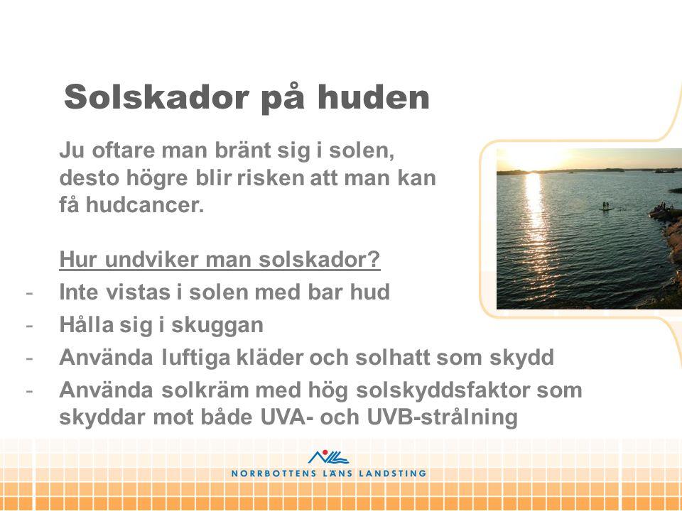 Solskador på huden Ju oftare man bränt sig i solen, desto högre blir risken att man kan få hudcancer. Hur undviker man solskador? -Inte vistas i solen