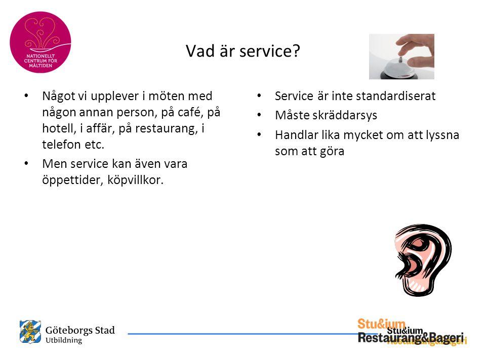 Vad är service? • Något vi upplever i möten med någon annan person, på café, på hotell, i affär, på restaurang, i telefon etc. • Men service kan även