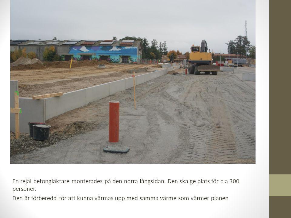En rejäl betongläktare monterades på den norra långsidan.