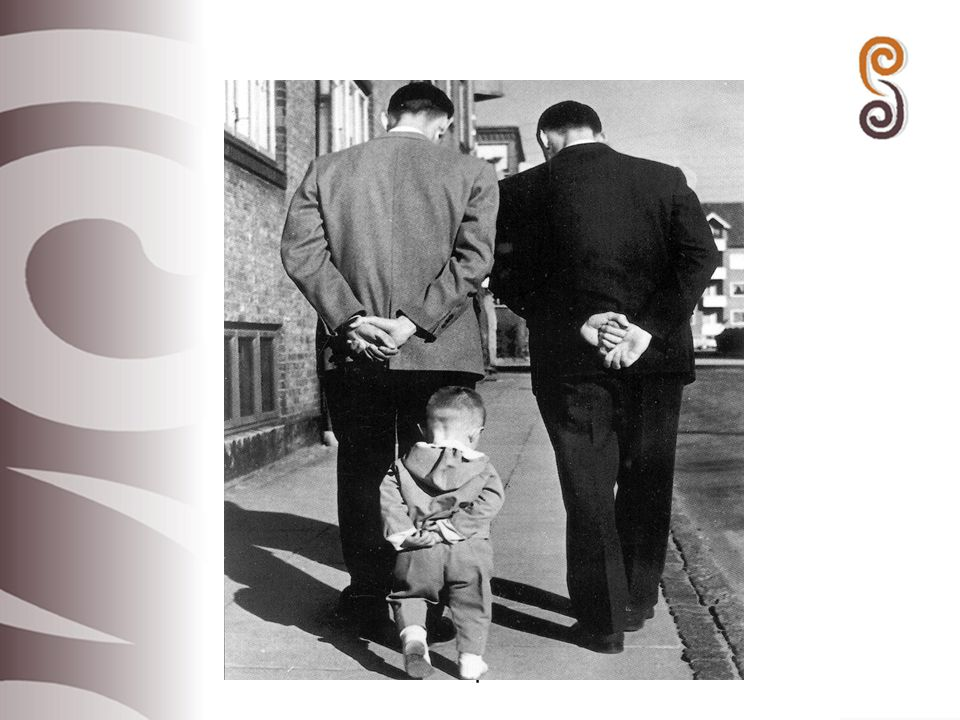 Föräldraledighet före 2000 – huvudkritik Ledigheten för kort Ersättning för låg (under minimallön) Ingen flexibilitet Inte förenligt med jämställdhetsidéer Olika rättigheter på den offentliga och den privata arbetsmarknaden