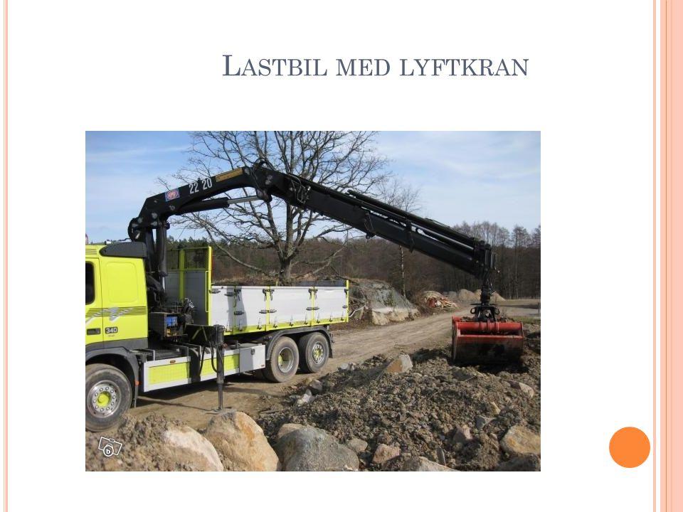 L ASTBIL MED LYFTKRAN
