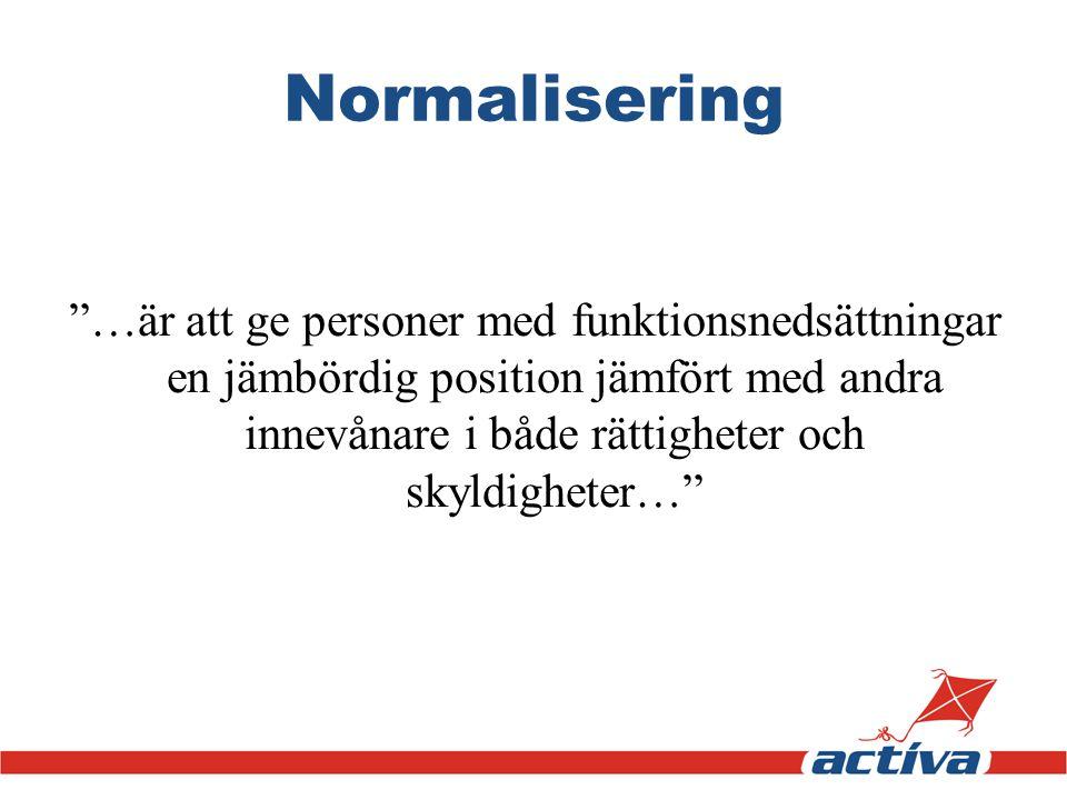 """Normalisering """"…är att ge personer med funktionsnedsättningar en jämbördig position jämfört med andra innevånare i både rättigheter och skyldigheter…"""""""