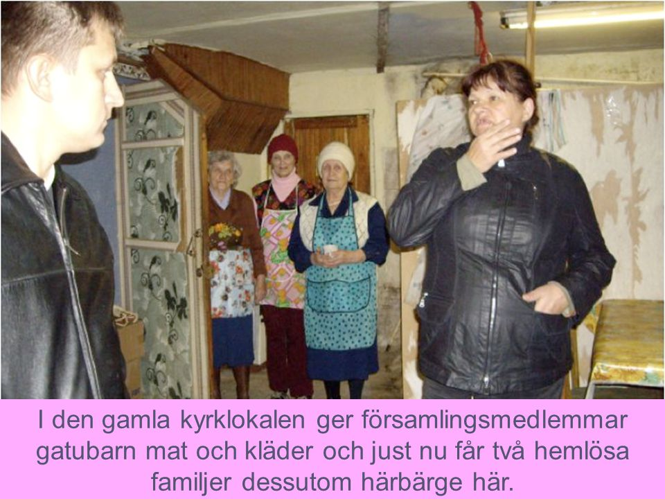 I den gamla kyrklokalen ger församlingsmedlemmar gatubarn mat och kläder och just nu får två hemlösa familjer dessutom härbärge här.
